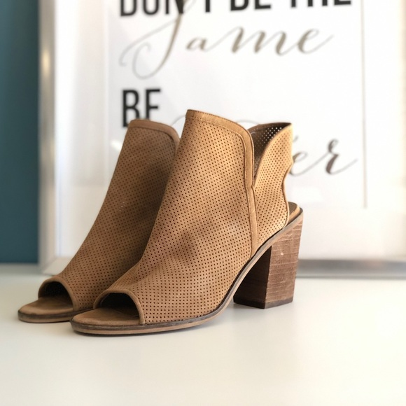 17e2cc805e0 Steve Madden Cut out open toe booties. M 5c2fcfdec04866d074a9f0ca